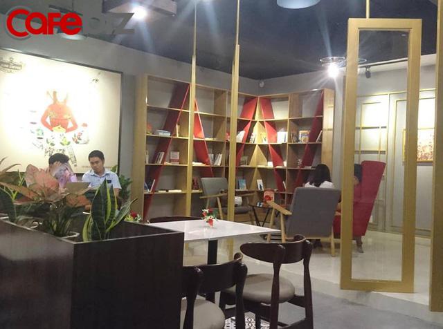 Bên trong quán cafe King Coffee của vợ vua cà phê Trung Nguyên có gì? - Ảnh 4.