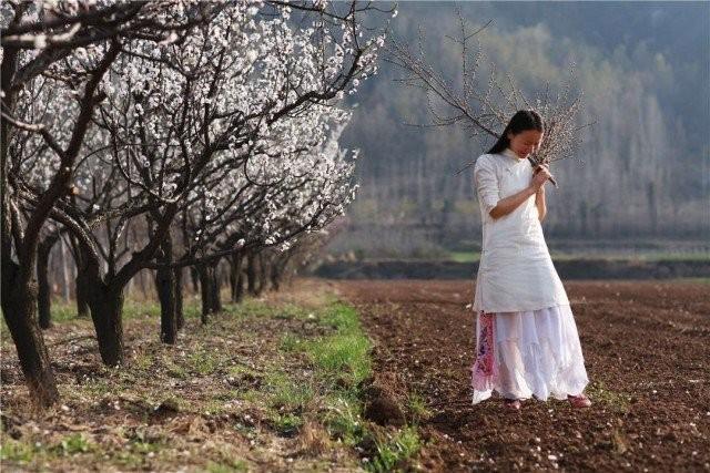 Yêu thích cuộc sống tĩnh lặng trên núi, cô gái 23 tuổi tự tay dựng ngôi nhà nhỏ, trồng rau, sống an nhàn những ngày thanh xuân - Ảnh 8.