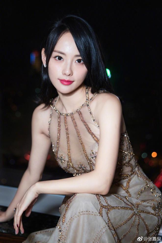 Nhan sắc cùng phong cách ngoài đời thực của 6 nàng Phi tần trong phim Diên hi công lược - Ảnh 26.