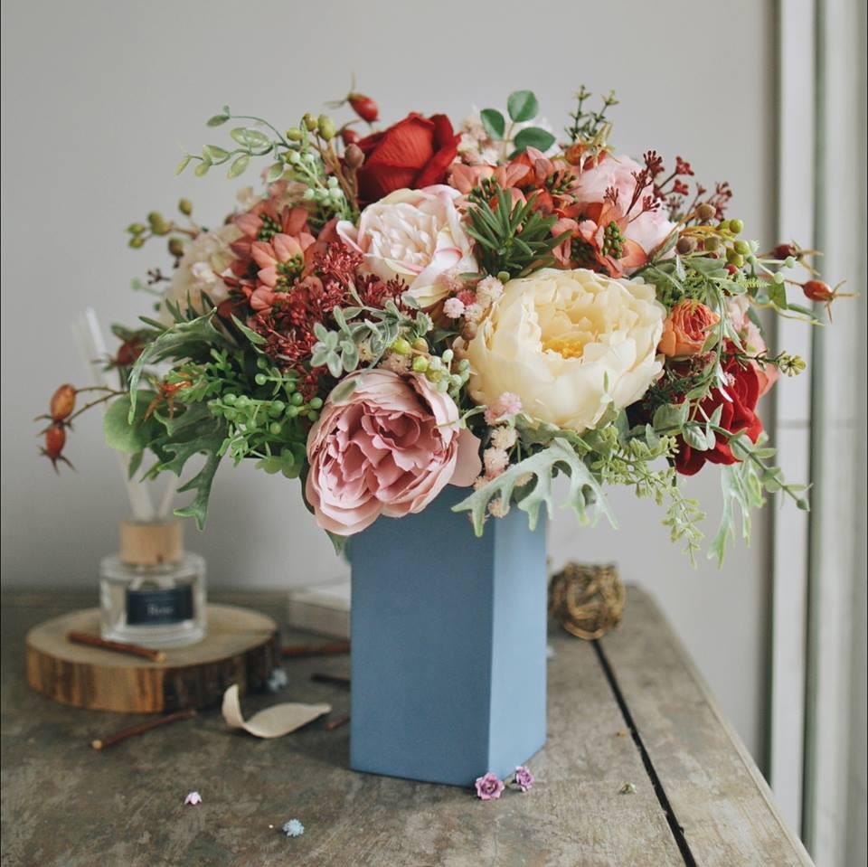 Hoa lụa đẹp không khác gì hoa thật -  thú chơi mới của những chuyên gia trang trí nhà cửa - Ảnh 1.