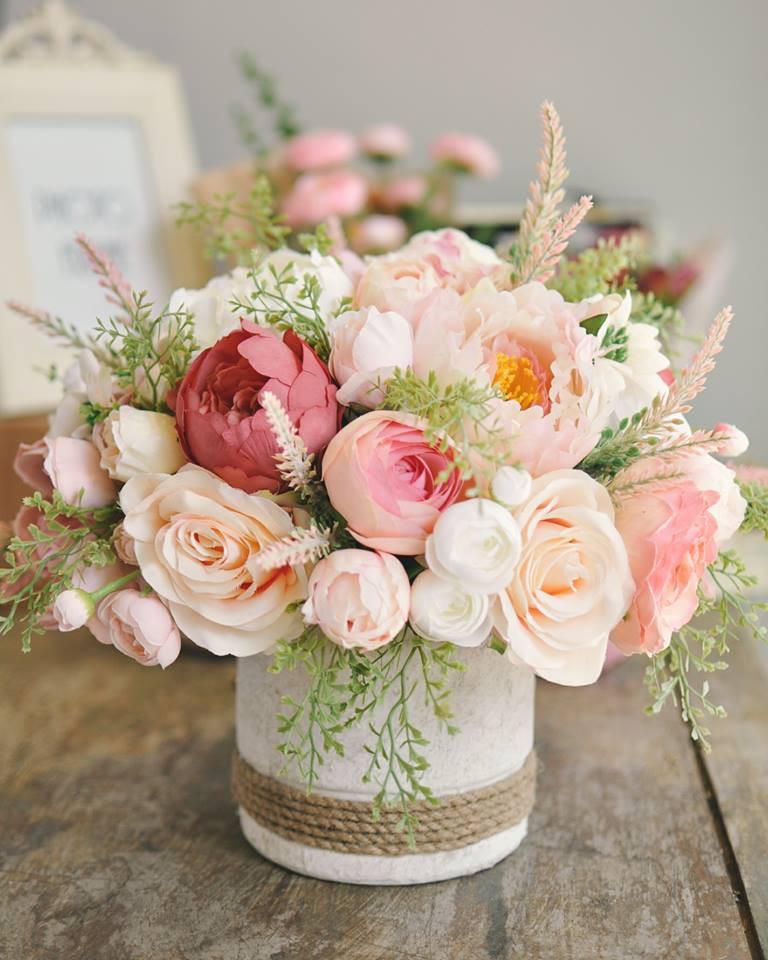 Hoa lụa đẹp không khác gì hoa thật -  thú chơi mới của những chuyên gia trang trí nhà cửa - Ảnh 2.