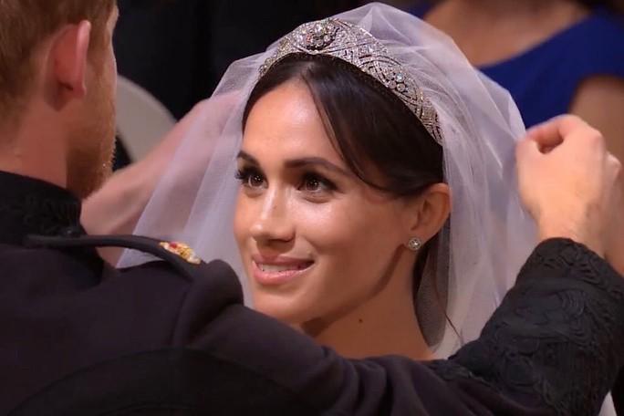 Ít ai biết rằng sau đám cưới, Hoàng tử Harry đã liên tục nói điều này với chuyên gia trang điểm của Meghan Markle - Ảnh 1.