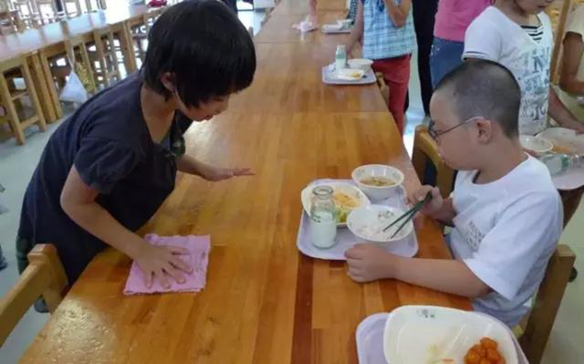 Chuyện giáo dục ở Nhật Bản: Chỉ một bữa trưa của học sinh tiểu học đã cho thấy người Nhật bỏ xa thế giới ở lĩnh vực trồng người như thế nào - Ảnh 15.