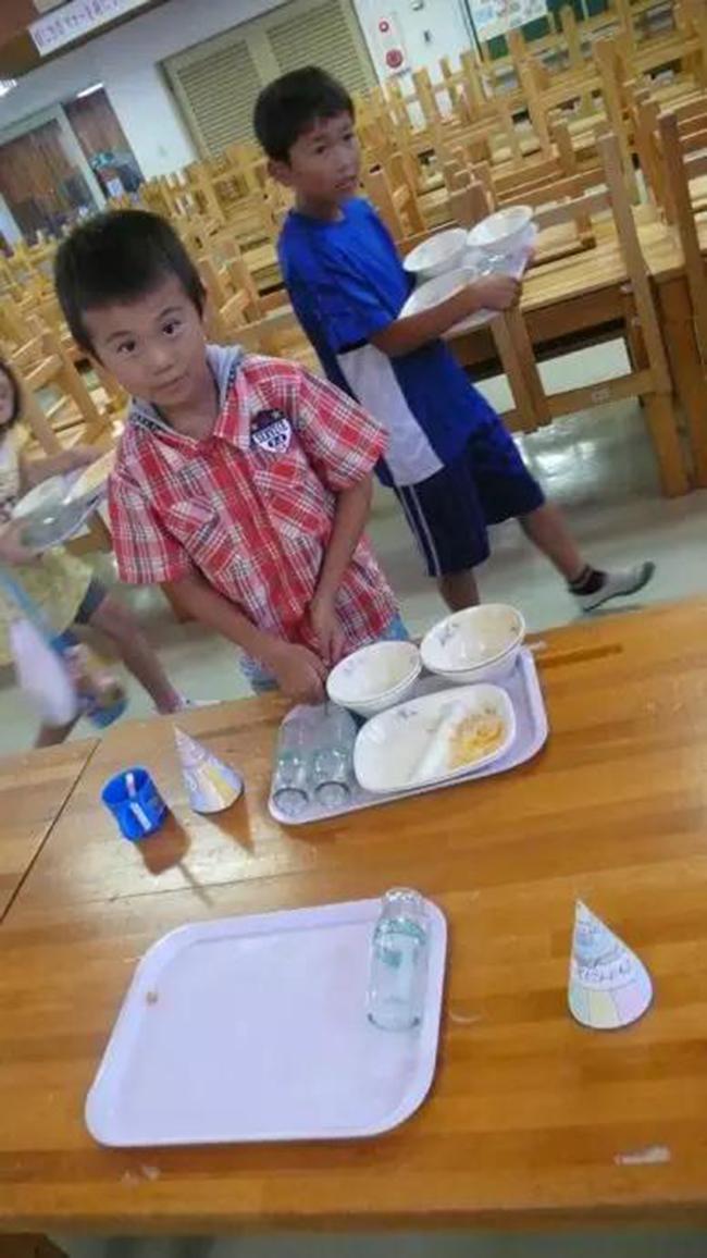 Chuyện giáo dục ở Nhật Bản: Chỉ một bữa trưa của học sinh tiểu học đã cho thấy người Nhật bỏ xa thế giới ở lĩnh vực trồng người như thế nào - Ảnh 18.