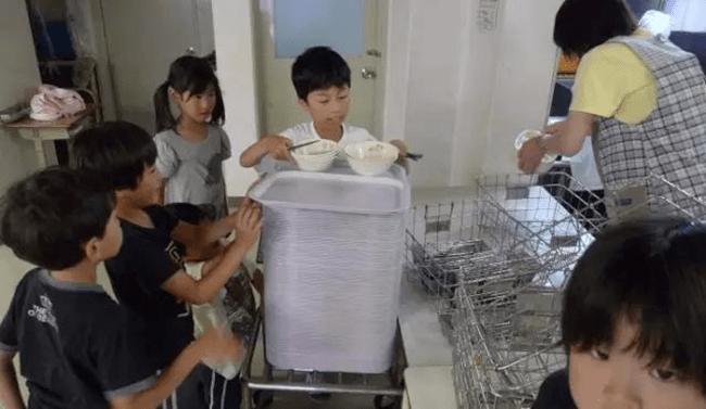 Chuyện giáo dục ở Nhật Bản: Chỉ một bữa trưa của học sinh tiểu học đã cho thấy người Nhật bỏ xa thế giới ở lĩnh vực trồng người như thế nào - Ảnh 20.