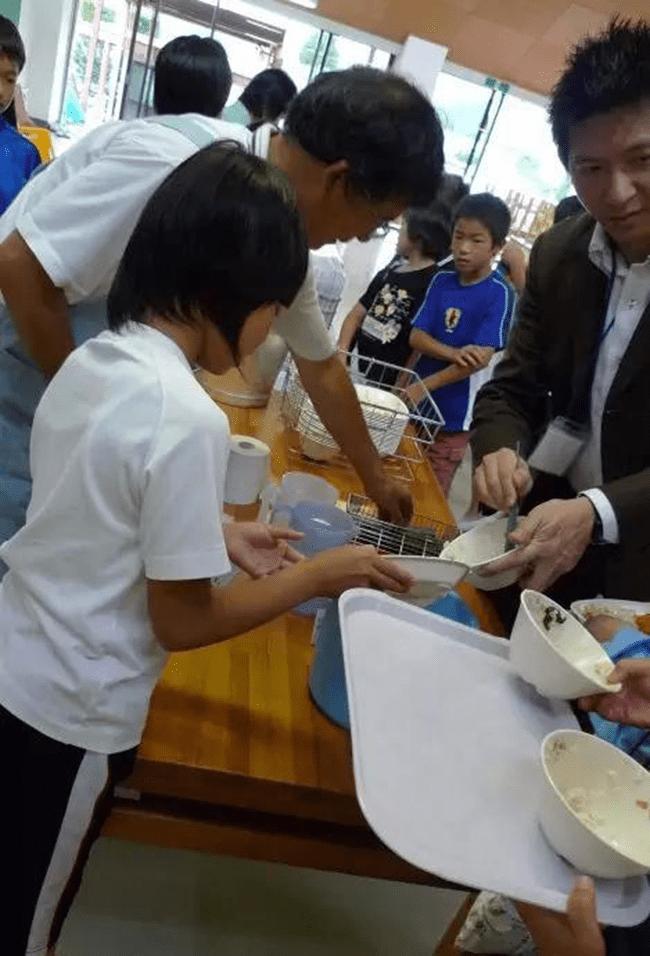 Chuyện giáo dục ở Nhật Bản: Chỉ một bữa trưa của học sinh tiểu học đã cho thấy người Nhật bỏ xa thế giới ở lĩnh vực trồng người như thế nào - Ảnh 21.