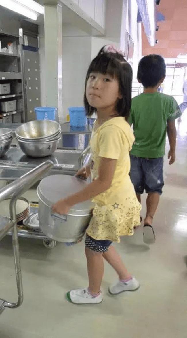 Chuyện giáo dục ở Nhật Bản: Chỉ một bữa trưa của học sinh tiểu học đã cho thấy người Nhật bỏ xa thế giới ở lĩnh vực trồng người như thế nào - Ảnh 22.