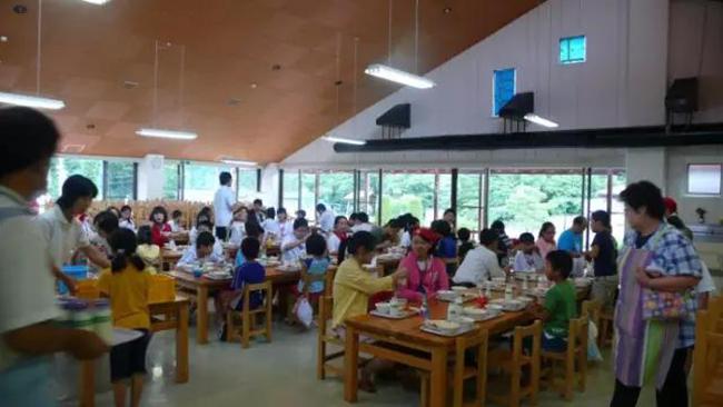 Chuyện giáo dục ở Nhật Bản: Chỉ một bữa trưa của học sinh tiểu học đã cho thấy người Nhật bỏ xa thế giới ở lĩnh vực trồng người như thế nào - Ảnh 6.