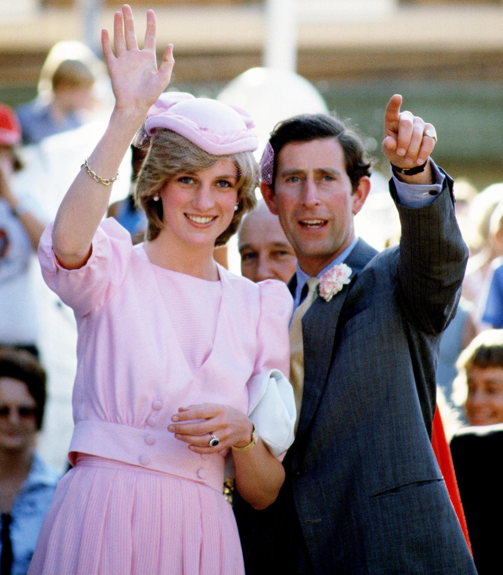 Lần đầu hé lộ nguyên do bất ngờ khiến Thái tử Charles lạnh nhạt với Công nương Diana, luôn nhớ về người cũ - Ảnh 2.