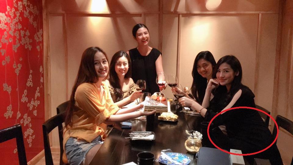 Hoa hậu Ngọc Hân khoe ảnh sinh nhật Mai Phương Thúy nhưng bụng Tú Anh mới là tâm điểm của bức hình - Ảnh 1.