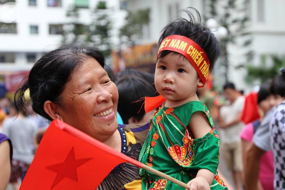 Chơi trội, chung cư vạn dân HH Linh Đàm lại dựng màn LED 32 mét vuông tiếp lửa cho Olympic Việt Nam   - Ảnh 3.