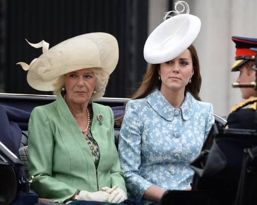 Lần đầu tiên hé lộ nguyên do bà Camilla bằng mặt nhưng không bằng lòng với con dâu Kate, từng tìm cách chia rẽ cô với William - Ảnh 4.