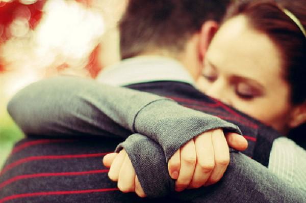 Phát hiện tin nhắn bàn kế hoạch cướp tài sản trong điện thoại chồng, vợ bầu nghẹn ngào vì hình tượng chồng tuyệt vời phút chốc sụp đổ - Ảnh 1.