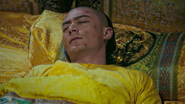 Những ca thị tẩm nhạy cảm ở Như Ý truyện: Rạn bụng sau sinh thì bị chê bai, 3 năm ròng chỉ ăn mặc hở hang quỳ ở chân giường - Ảnh 15.