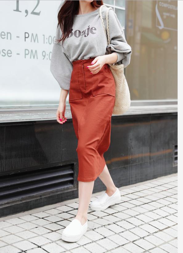 Tạm cất những thiết kế mỏng manh mềm mại, chân váy mùa thu năm nay lại thiên về kiểu đứng dáng thế này  - Ảnh 14.