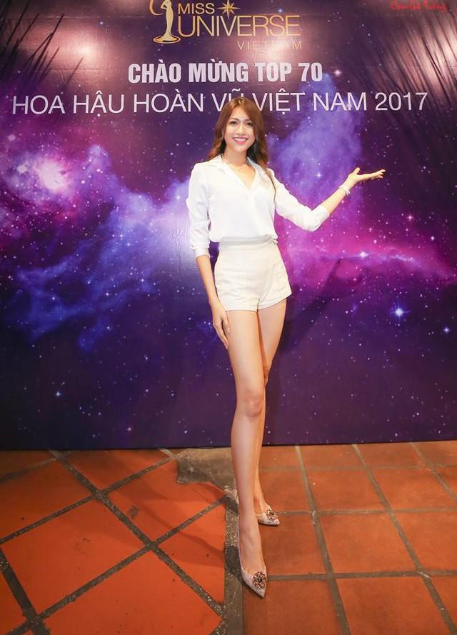Cũng như bao chị em khác, các người đẹp Việt cũng có chiêu bóp eo, kéo chân, làm mặt... của riêng mình  - Ảnh 11.