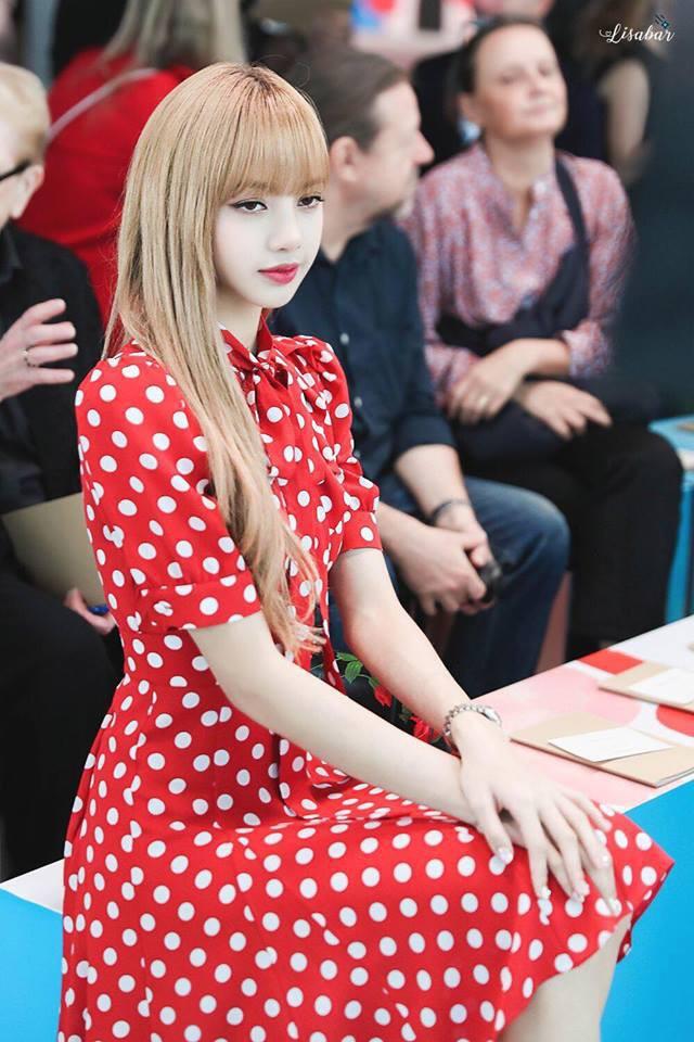 Phong cách của Dương Mịch và Lisa (Black Pink) khiến fan đã mắt bao nhiêu thì trông Ngô Cẩn Ngôn lại lép vế bấy nhiêu - Ảnh 5.