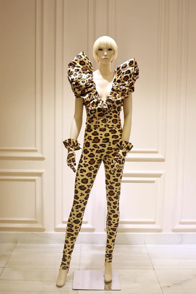 Katy Perry khoe tóc xanh như tàu lá chuối, nhưng điều đáng chú ý hơn là bộ đồ diễn từ NTK Công Trí - Ảnh 5.