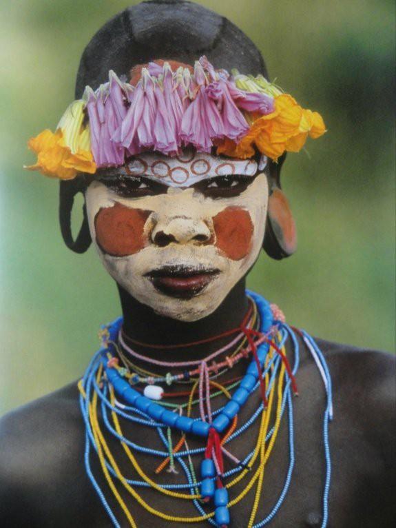 Có một nơi trên thế giới, phụ nữ chẳng cần đến đồ trang sức vẫn đẹp tự nhiên và rực rỡ không giống ai như thế này! - Ảnh 12.