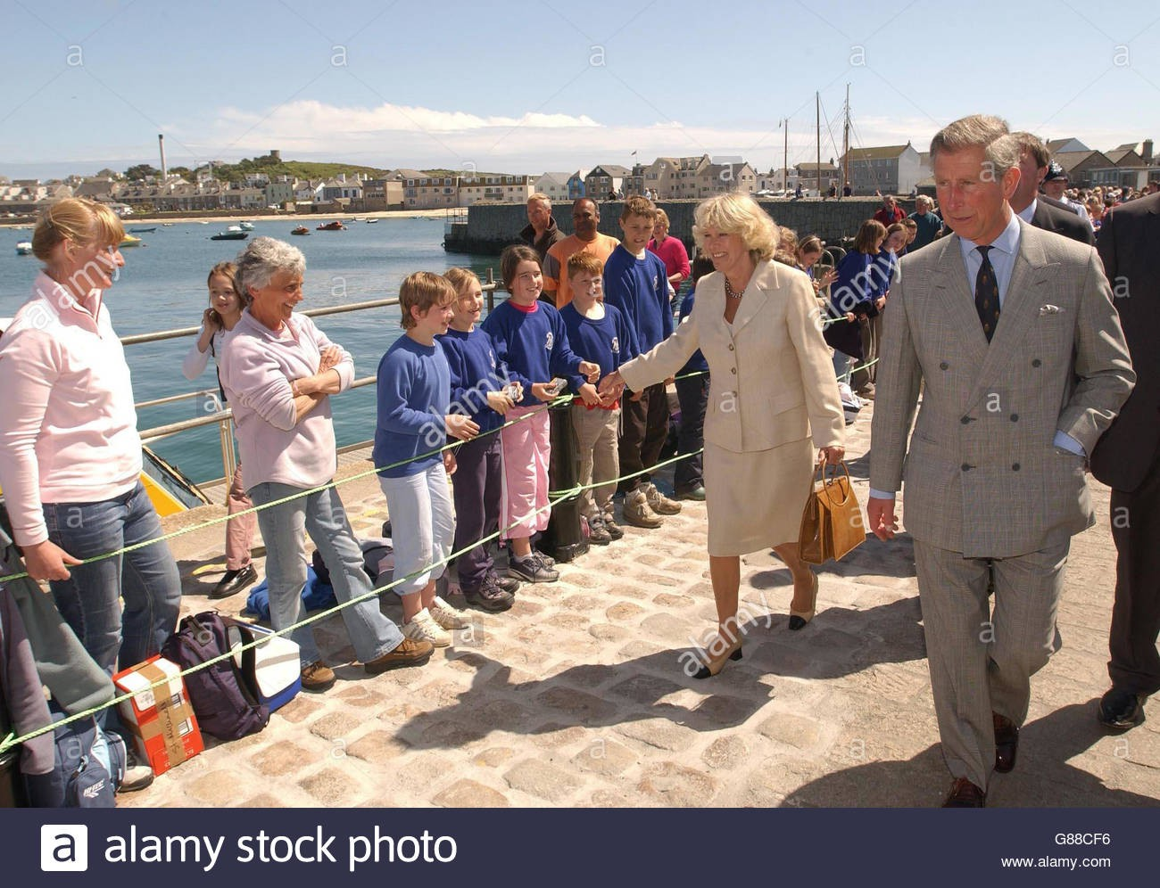 prince-of-wales-scilly-isles-visit-g88cf6