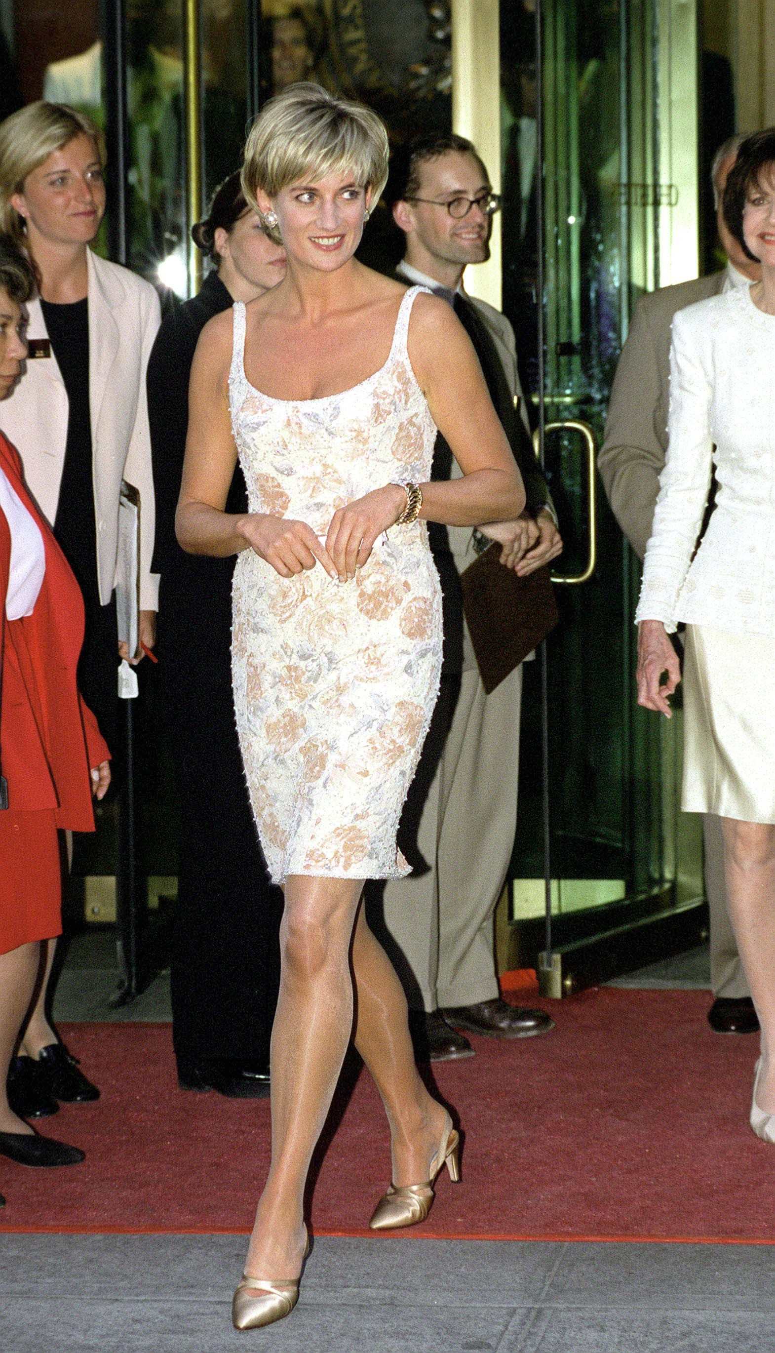01-princess-diana-exhibit