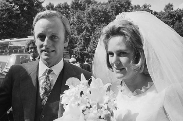 Chính người đàn ông này đã gây ra mối tình tay 3 oan nghiệt của Công nương Diana và điềm báo cho chuỗi bất hạnh trong lễ cưới cổ tích - Ảnh 2.