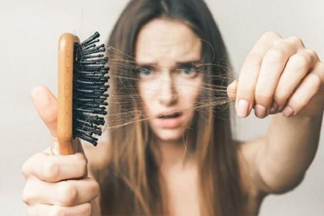 Thoát khỏi tình trạng vuốt tóc thôi cũng ra cả búi với 6 loại dầu gội ngăn rụng tóc được các chuyên gia đánh giá rất cao trên Amazon - Ảnh 1.