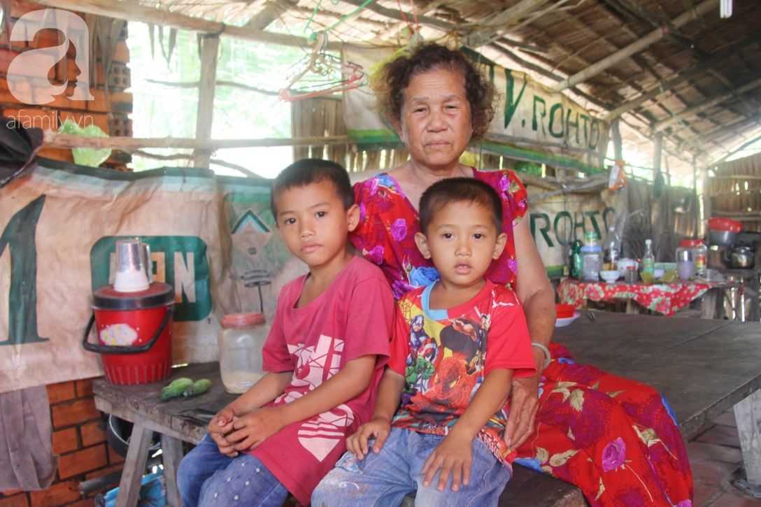 Mẹ bỏ đi lấy chồng, hai đứa trẻ 4 và 7 tuổi không được đi học, phải vào viện chăm cha bệnh tật - Ảnh 1.