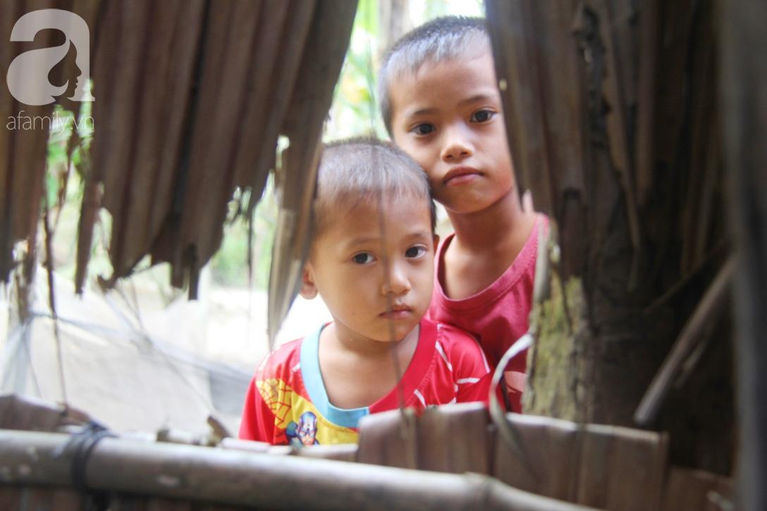 Mẹ bỏ đi lấy chồng, hai đứa trẻ 4 và 7 tuổi không được đi học, phải vào viện chăm cha bệnh tật - Ảnh 2.