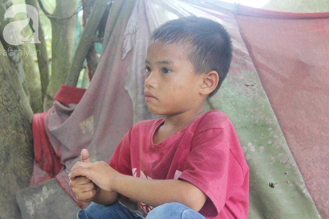 Mẹ bỏ đi lấy chồng, hai đứa trẻ 4 và 7 tuổi không được đi học, phải vào viện chăm cha bệnh tật - Ảnh 8.