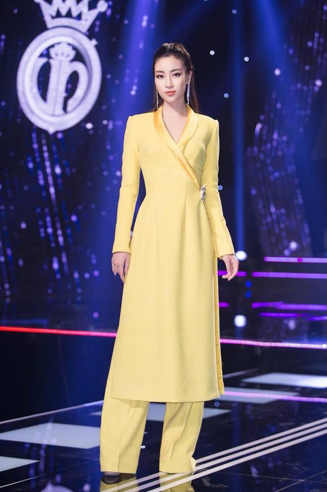 Nhẹ nhàng, mong manh như HH Đỗ Mỹ Linh cũng có tới 3 lần đụng độ váy áo với người đẹp nóng bỏng Angela Phương Trinh - Ảnh 12.
