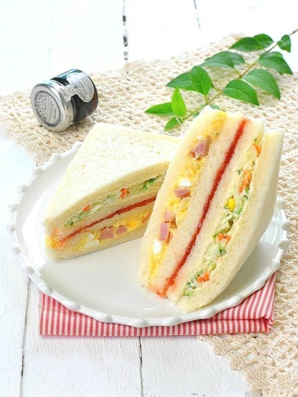 Bánh mì kẹp salad đơn giản cho bữa sáng ngon lành - Ảnh 6.