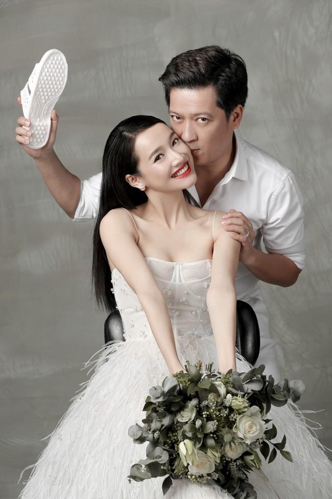 """Nhã Phương và Trường Giang tung bộ ảnh cưới đẹp mê ly, nhưng điều khiến nhiều người chú ý lại là món phụ kiện """"bất hủ"""" này - Ảnh 3."""