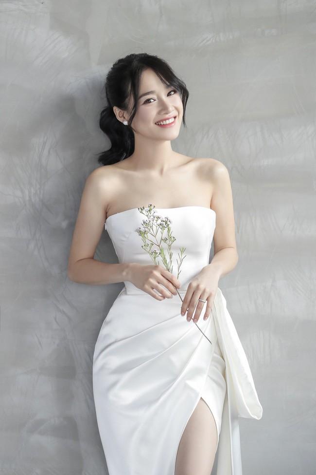 Lộ clip 30 giây biến hình Nhã Phương thành cô dâu xinh lung linh trong buổi chụp hình cưới - Ảnh 4.