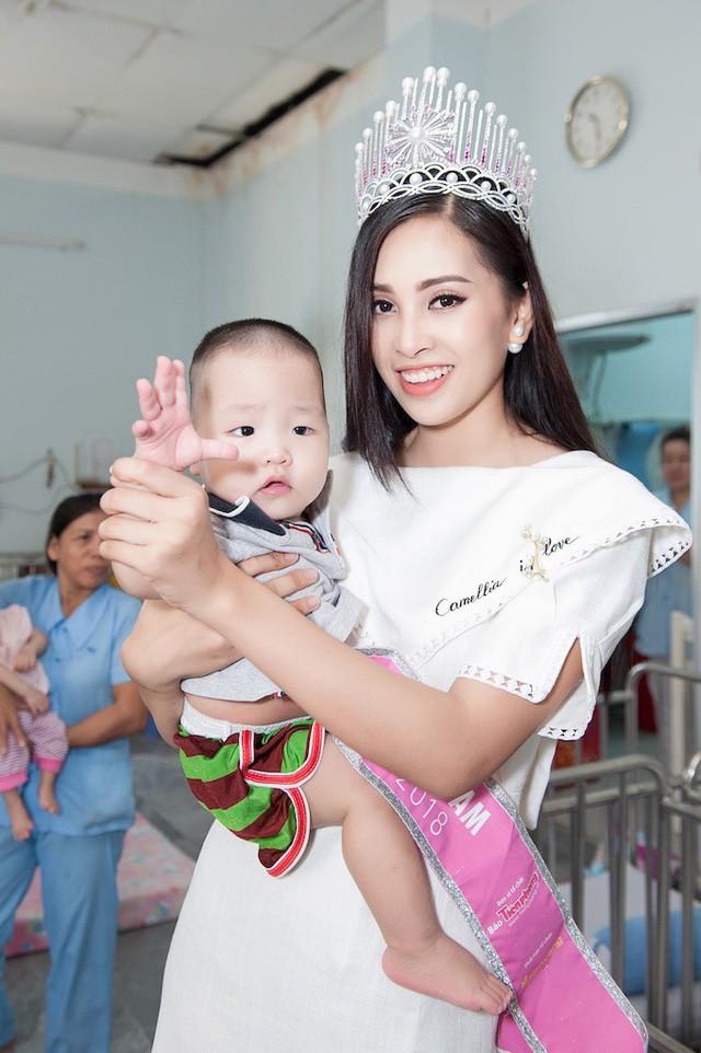 Ngắm kỹ gương mặt của HH Trần Tiểu Vy mới thấy tiêu chí nhan sắc của Hoa hậu Việt Nam 2018 khác hẳn với mọi năm - Ảnh 10.
