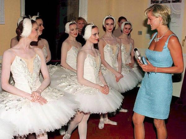 Công nương Diana từ bỏ điều này để làm dâu Hoàng gia: Lời cảnh tỉnh chị em - tình yêu không phải thứ duy nhất để phụ nữ quan tâm! - Ảnh 3.