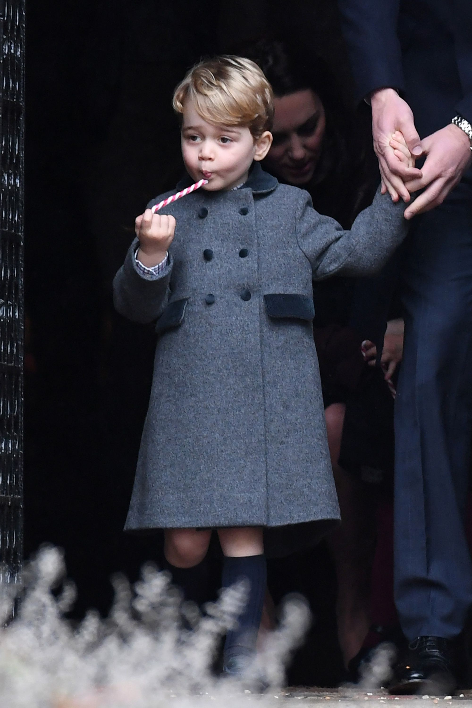 hbz-prince-george-princess-charlotte-cute-moments-gettyimages-630521470-1504817632