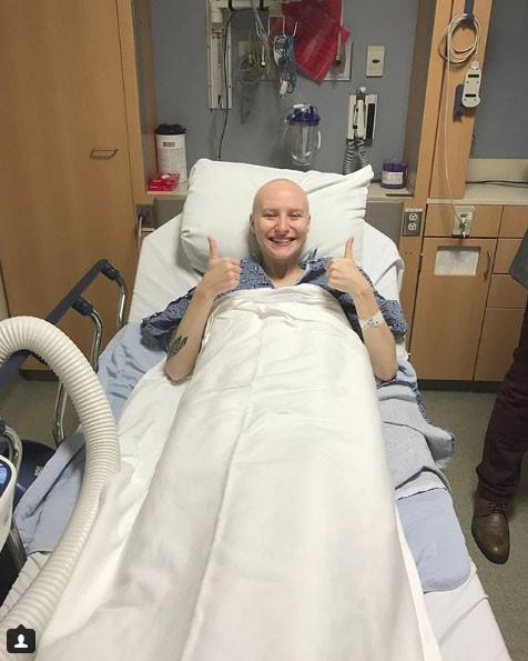 Bị ung thư buồng trứng ở tuổi 23 và những gì vận động viên này đã làm là ghi lại sự tàn phá của căn bệnh trên cơ thể cô - Ảnh 2.