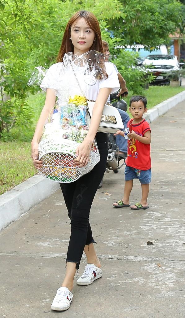 Không chỉ mỗi bà bầu Diệp Lâm Anh nhiều sao Việt khác lên đồ đi từ thiện, nhìn thì đơn giản mà bóc giá ra thì cả chục triệu đồng - Ảnh 11.