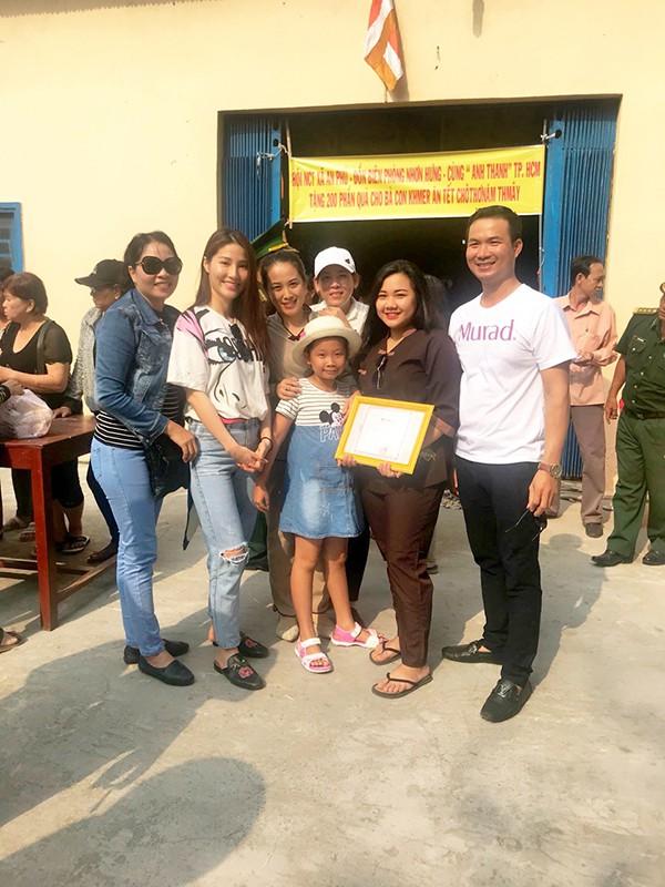 Không chỉ mỗi bà bầu Diệp Lâm Anh nhiều sao Việt khác lên đồ đi từ thiện, nhìn thì đơn giản mà bóc giá ra thì cả chục triệu đồng - Ảnh 9.