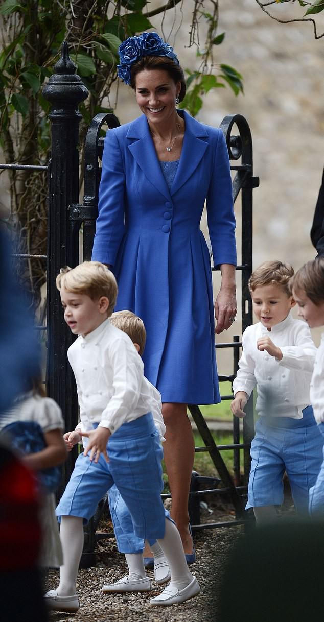 Công nương Kate lại mặc đồ cũ đi ăn cưới: Không hẳn là tiết kiệm mà sâu xa hơn cả là sự tôn trọng cô dâu - Ảnh 1.