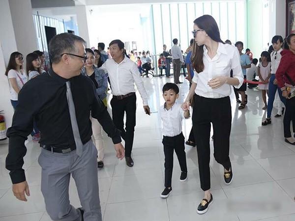 Không chỉ mỗi bà bầu Diệp Lâm Anh nhiều sao Việt khác lên đồ đi từ thiện, nhìn thì đơn giản mà bóc giá ra thì cả chục triệu đồng - Ảnh 4.