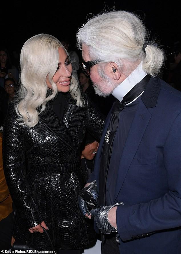 Mặt cứng đơ kém sắc, Lady Gaga bị nghi lạm dụng thẩm mỹ giống thảm họa dao kéo Donatella Versace - Ảnh 3.