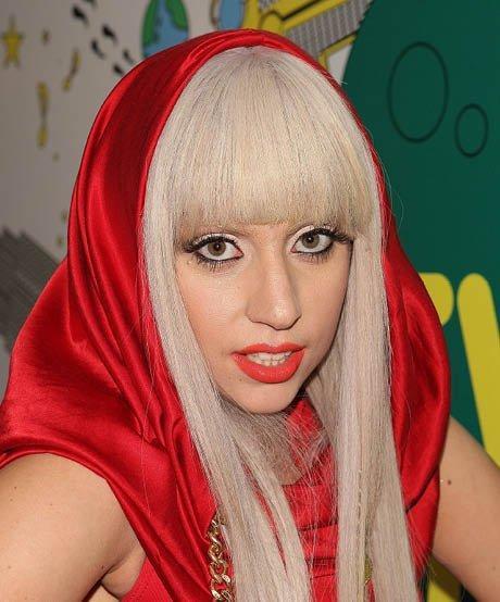 Mặt cứng đơ kém sắc, Lady Gaga bị nghi lạm dụng thẩm mỹ giống thảm họa dao kéo Donatella Versace - Ảnh 4.