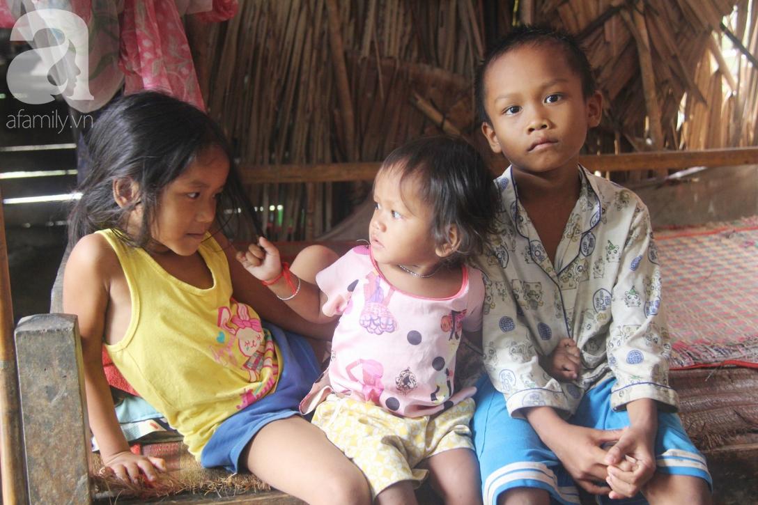 Hai lần đẻ rớt tại nhà, 4 đứa trẻ đói ăn bên người mẹ bầu 8 tháng không thể mượn được 500 ngàn để đi bệnh viện 5