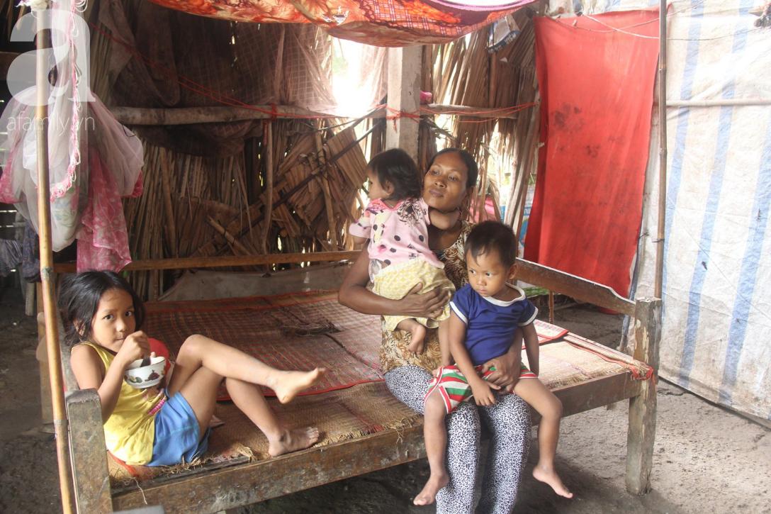 Hai lần đẻ rớt tại nhà, 4 đứa trẻ đói ăn bên người mẹ bầu 8 tháng không thể mượn được 500 ngàn để đi bệnh viện 13