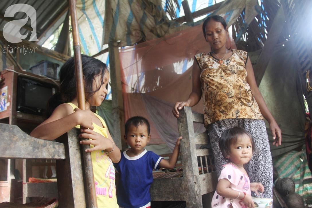Hai lần đẻ rớt tại nhà, 4 đứa trẻ đói ăn bên người mẹ bầu 8 tháng không thể mượn được 500 ngàn để đi bệnh viện 7