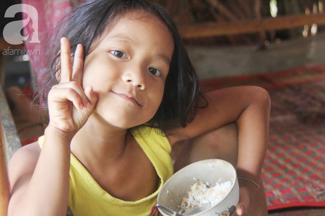 Hai lần đẻ rớt tại nhà, 4 đứa trẻ đói ăn bên người mẹ bầu 8 tháng không thể mượn được 500 ngàn để đi bệnh viện 8