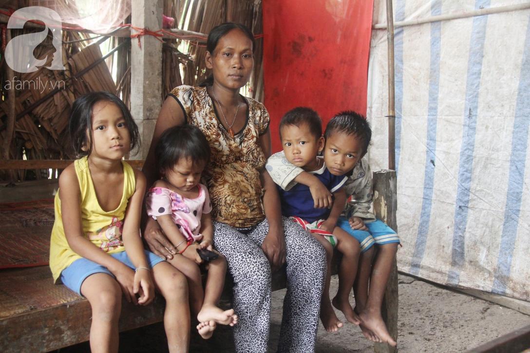 Hai lần đẻ rớt tại nhà, 4 đứa trẻ đói ăn bên người mẹ bầu 8 tháng không thể mượn được 500 ngàn để đi bệnh viện 17