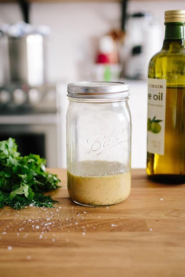 Có 2 công thức làm xốt salad này bạn tha hồ ăn salad cả tuần không chán - Ảnh 4.
